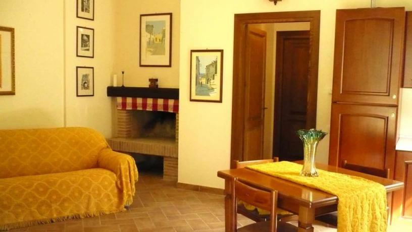 Suite salotto con camino casale vicino Orvieto