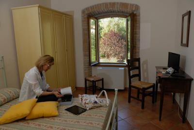 Camere con pavimenti in cotto e mobili rustici