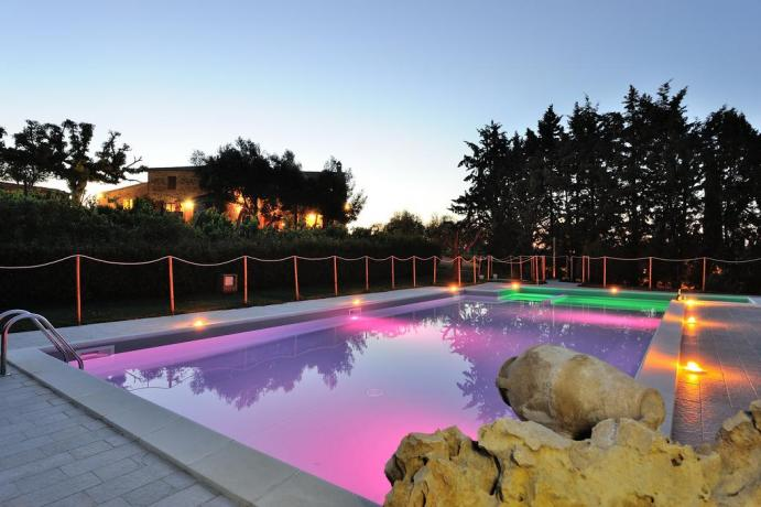 cittadellapieve-lagotrasimeno-umbria-toscana-agriturismo-appartamentivacanza-giardino-piscina-campotennis
