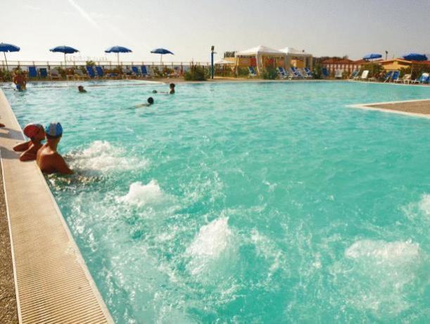 Piscina con Poolbar, Idromassaggio, animazione ed acquagym