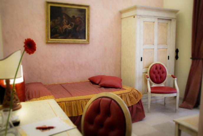Camera singola in albergo in antico palazzo