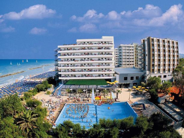 SERENA MAJESTIC, residence con piscina, spa fronte mare