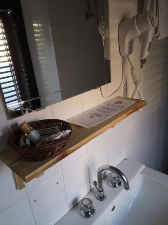 Bagno Privato con Box Doccia e Set Cortesia