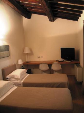 Appartamenti con aria condizionata e TV a Foligno