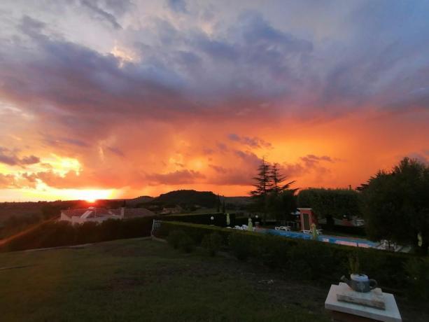 Tramonto vista piscina agriturismo a Manciano-Grosseto