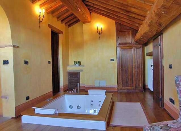 Suite:  Vasca Idromassaggio 2 posti tra Umbria-Toscana