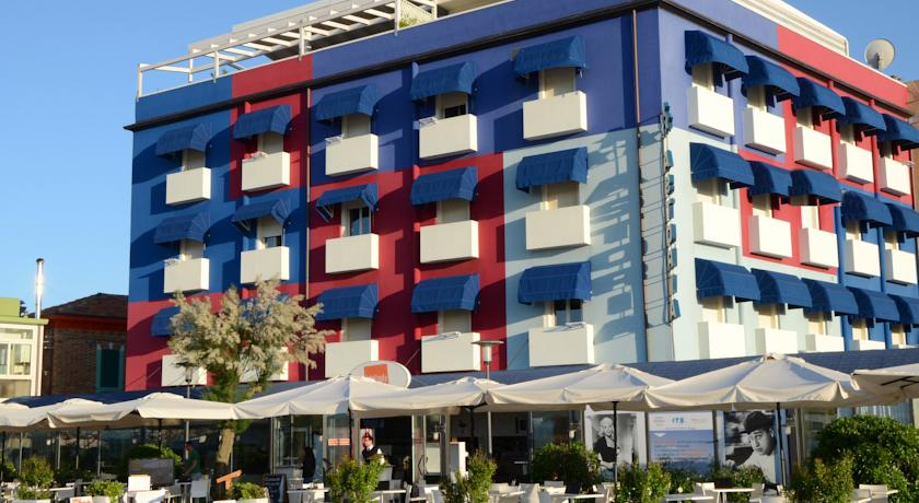 Facciata dell'Hotel Astoria a Fano