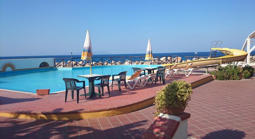 Hotel con piscina in Sicilia immediatamente sul mare