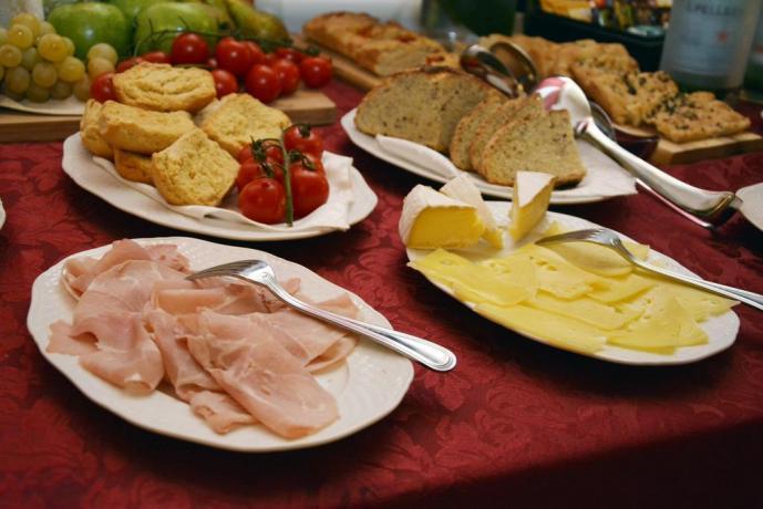Ricco buffet in albergo con centro benessere