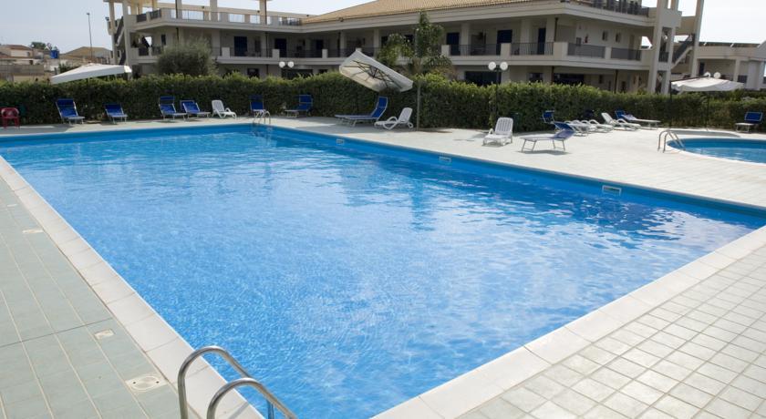 Villaggio vicino al Mare con piscina e animazione
