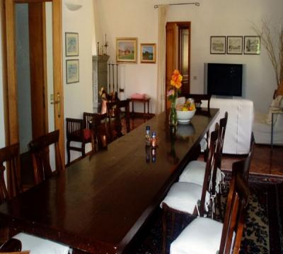 Sala da Pranzo con grande tavolo