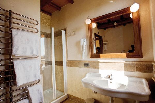Camere a Pozzuolo con servizi privati e doccia