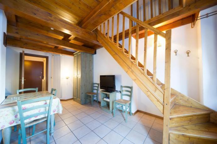 Appartamenti vacanza Bardonecchia con canali sky tavolo pranzo