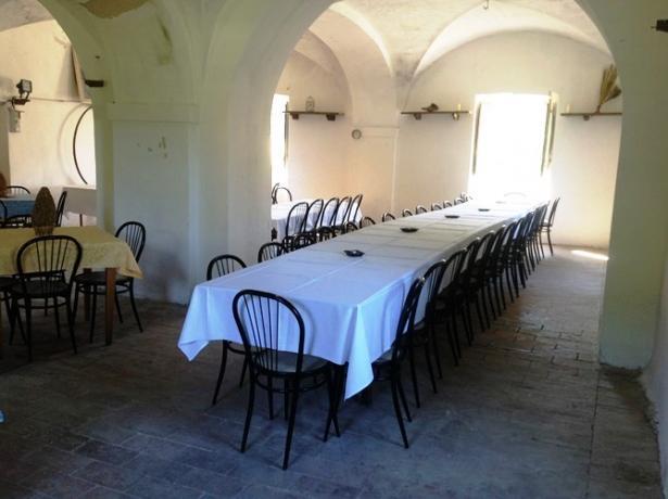 Salone per gruppi in casale nelle Marche-Pesaro-Urbino