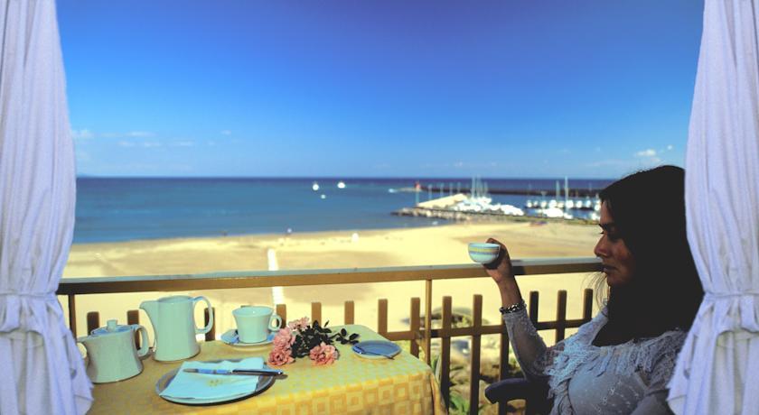 hotel-4stelle-terracina-spiaggia-privata-frontemare-camere-balcone