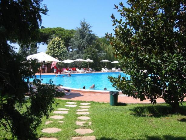 Hotel 3 stelle con piscina Anzio