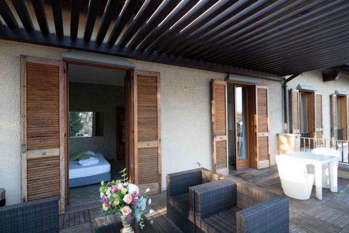 Camera con Grande Balcone in Villa a Nerviano
