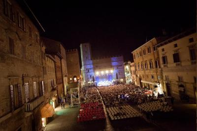 Todi Piazza allestita per il Festival ad Agosto