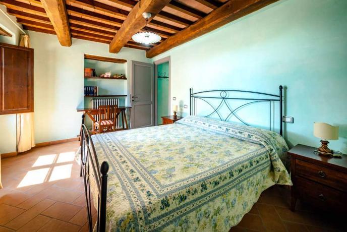 Casolare con 26 posti-letto a Collazzone-vicino Todi