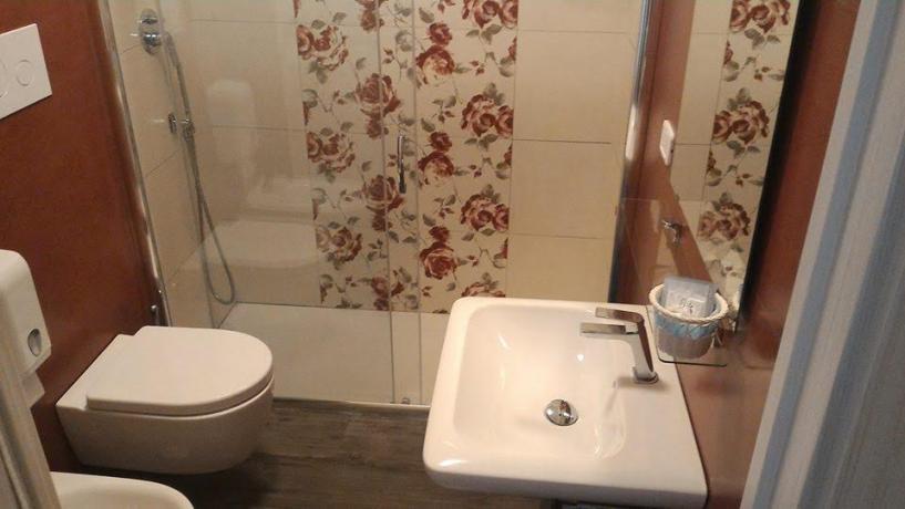 Bagno privato con ampia doccia