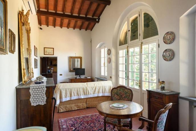 Appartamenti a Cortona con soggiorno + tv