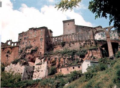 Find Hotels and Agritoursims near Pitigliano in Tuscany
