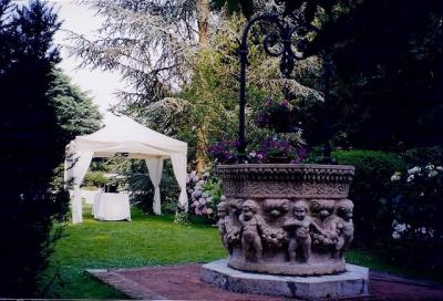 Gazebo e tendoni per arredo giardini di lusso