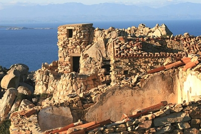 Holiday in Sardinia: The island of Caprera Ruins