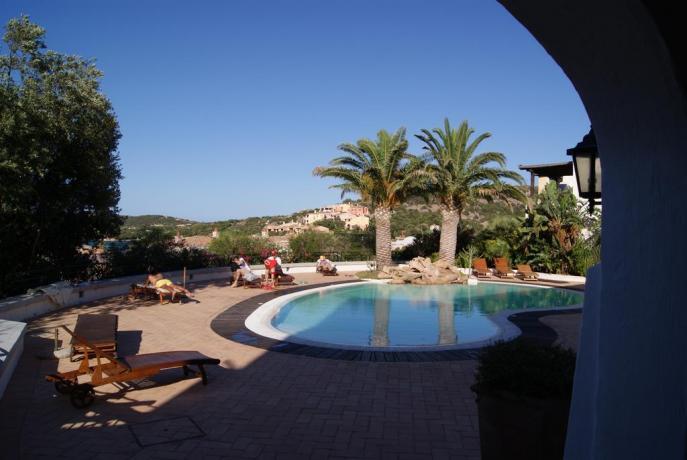 Piscina all'aperto residence vicino Porto Cervo
