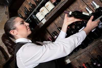 Particolare attenzione ai migliori vini locali
