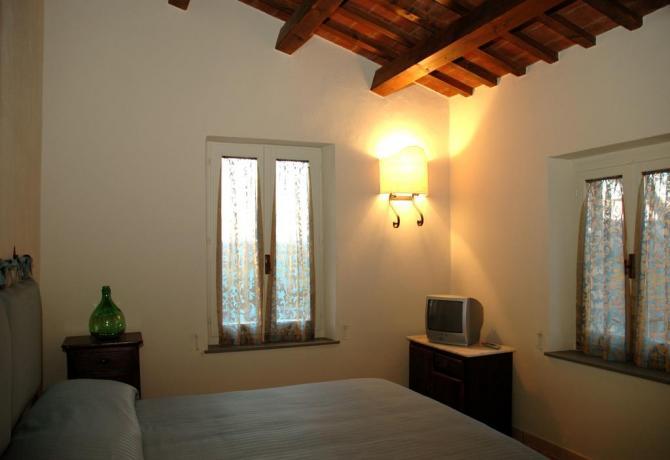 Camera matrimoniale Agriturismo al centro dell'Umbria