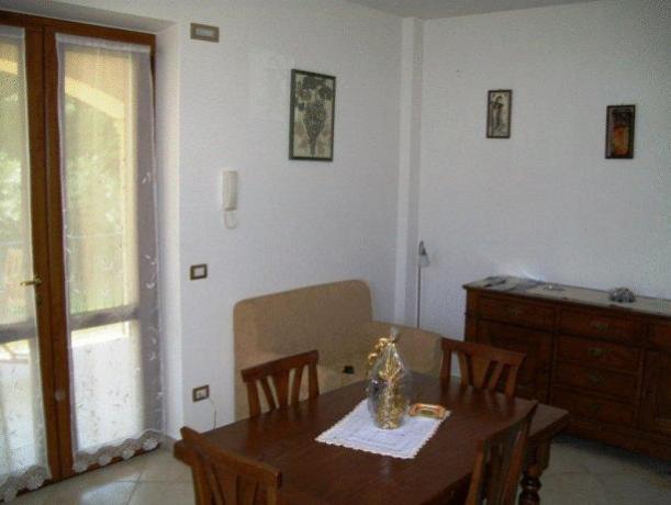 Appartamento Montefalco con soggiorno e cucina attrezzata