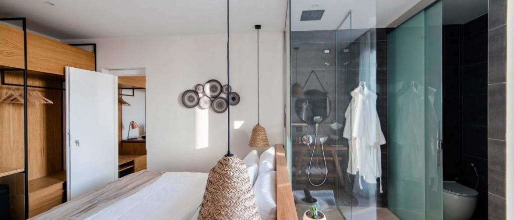 Hotel 4 stelle con doccia a vista Baia-Domizia