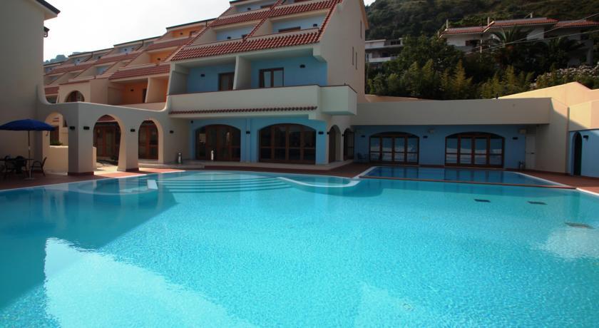 hotel-4stelle-piscina-benessere-costa-degli-dei-tropea