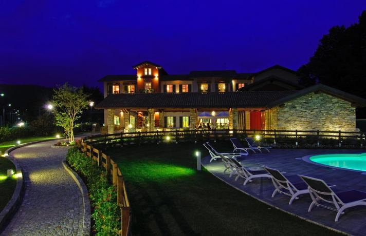 Hotel4Stelle esterno Notturno ad Armeno vicino Lago d'Orta