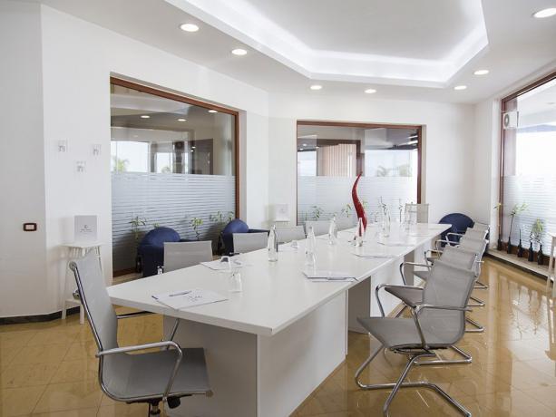 Sala Amalfi per meeting lavoro 15posti hotel4stelle Battipaglia