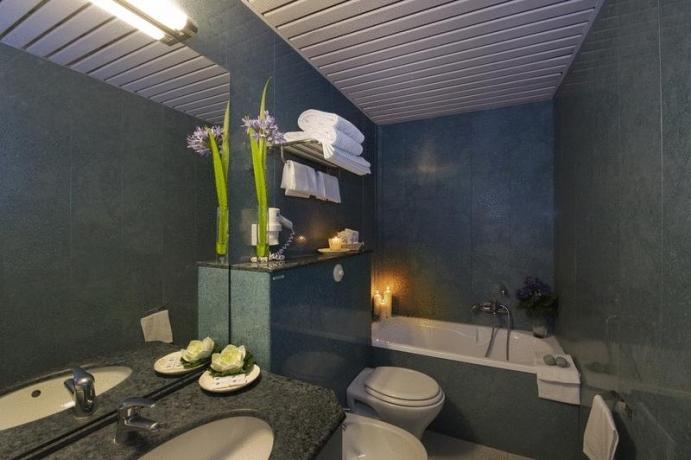 Bagno in camera con vasca hotel3stelle Assisi
