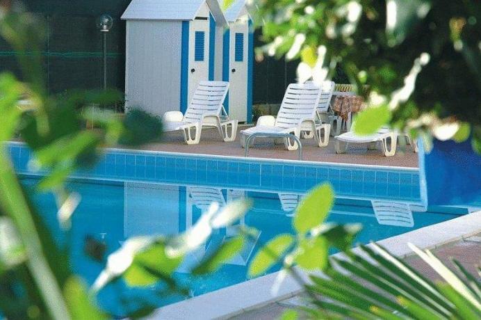 Piscina climatizzata albergo a Cervia