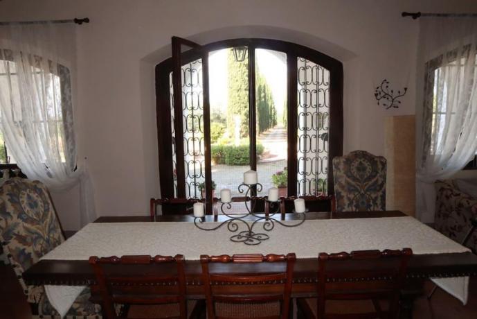 Salone per 12 persone villa in Toscana Montespertoli