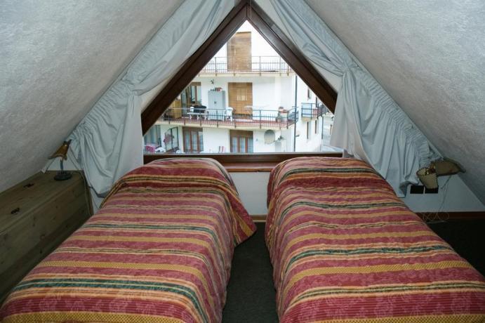 Appartamento vacanza Bardonecchia soppalco con letti singoli