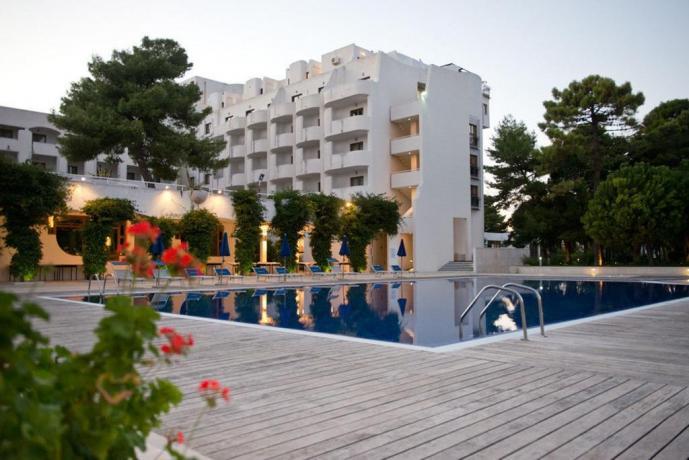 Resort 5 stelle con piscina esterna a Vieste