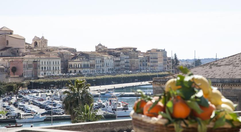 camere-vista-mare-e-terrazzo-solarium-panoramico-hotel-degli-dei-siracusa