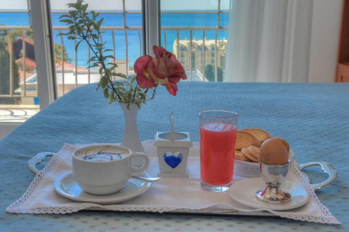 Albergo con colazione sul terrazzo panoramico