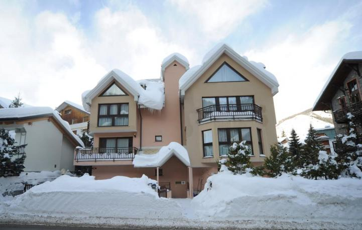 Casa vacanza a Bardonecchia deposito scii e parcheggio