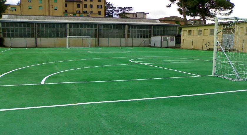 Campo in erba sintetica per ritiri a Chianciano