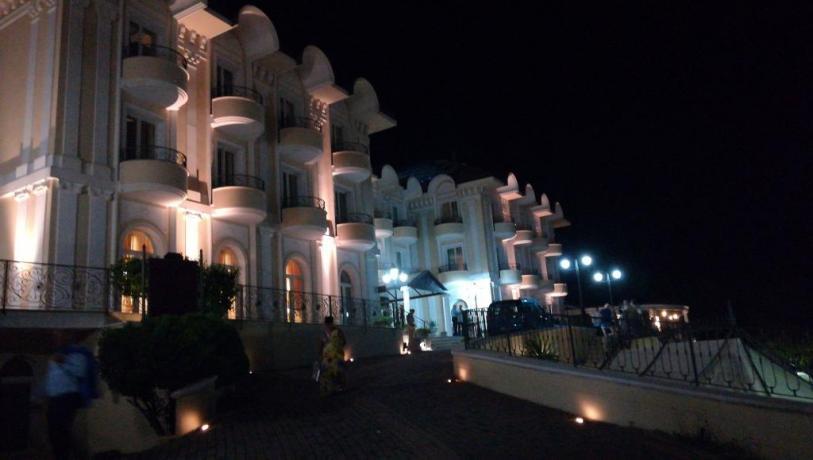 Hotel 4 stelle con Giardino