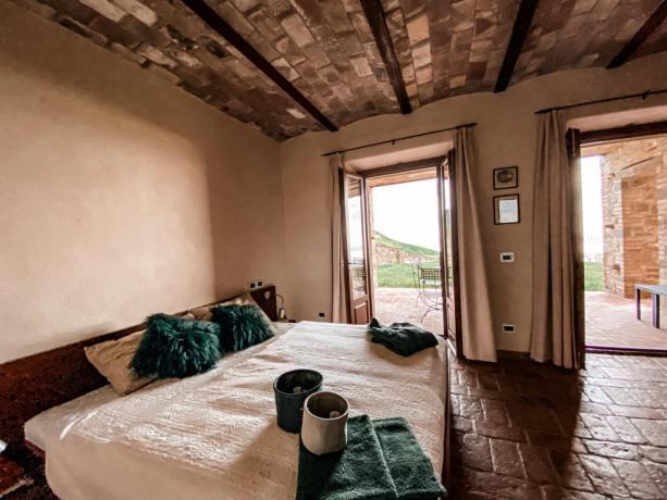 Camera matrimoniale accesso diretto giardino Lago Trasimeno