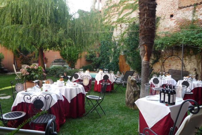 Ristorante esterno ideale per cerimonie B&B Piemonte