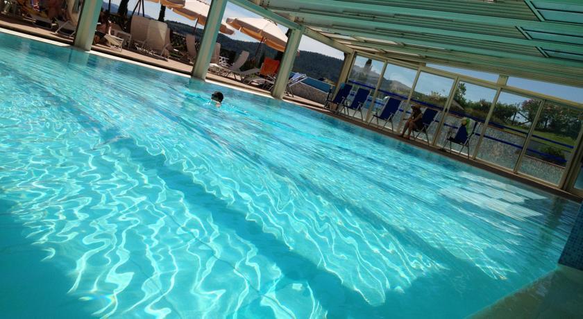 centrobenessere-casole-delsa-siena-piscina-coperta