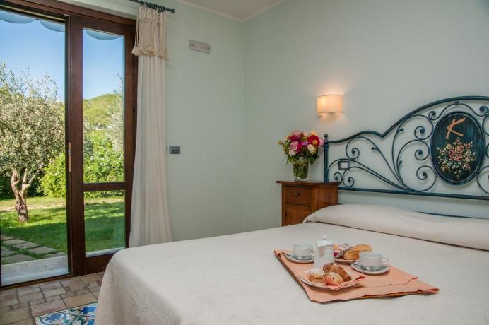 Colazione in camera con giardino all'albergo di Nolo